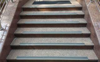 Как использовать противоскользящие накладки на ступени