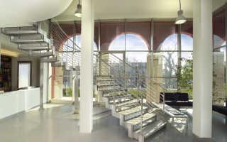 Лестница на металлическом косоуре: особенности конструкции