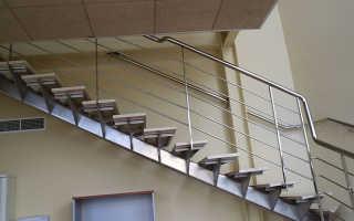 Лестницы из нержавеющей стали: с одним косоуром из металла и стойками из нержавейки