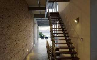 Изготовление лестниц: рассчитать угол наклона и шаг, крепление к перекрытию и освещение