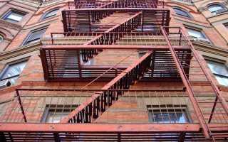 Наружная пожарная лестница: требования к эвакуационным металлическим лестницам, сферы применения (фото, схемы, таблицы).