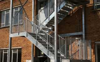 Пожарные металлические лестницы: типы конструкций и особенности эксплуатации