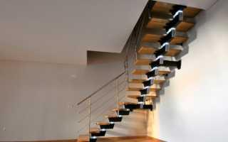 Г образная лестница: деревянные конструкции с площадкой, материалы и особенности