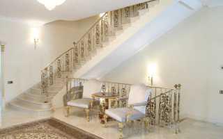 Двухмаршевая лестница с площадкой: особенности конструкции