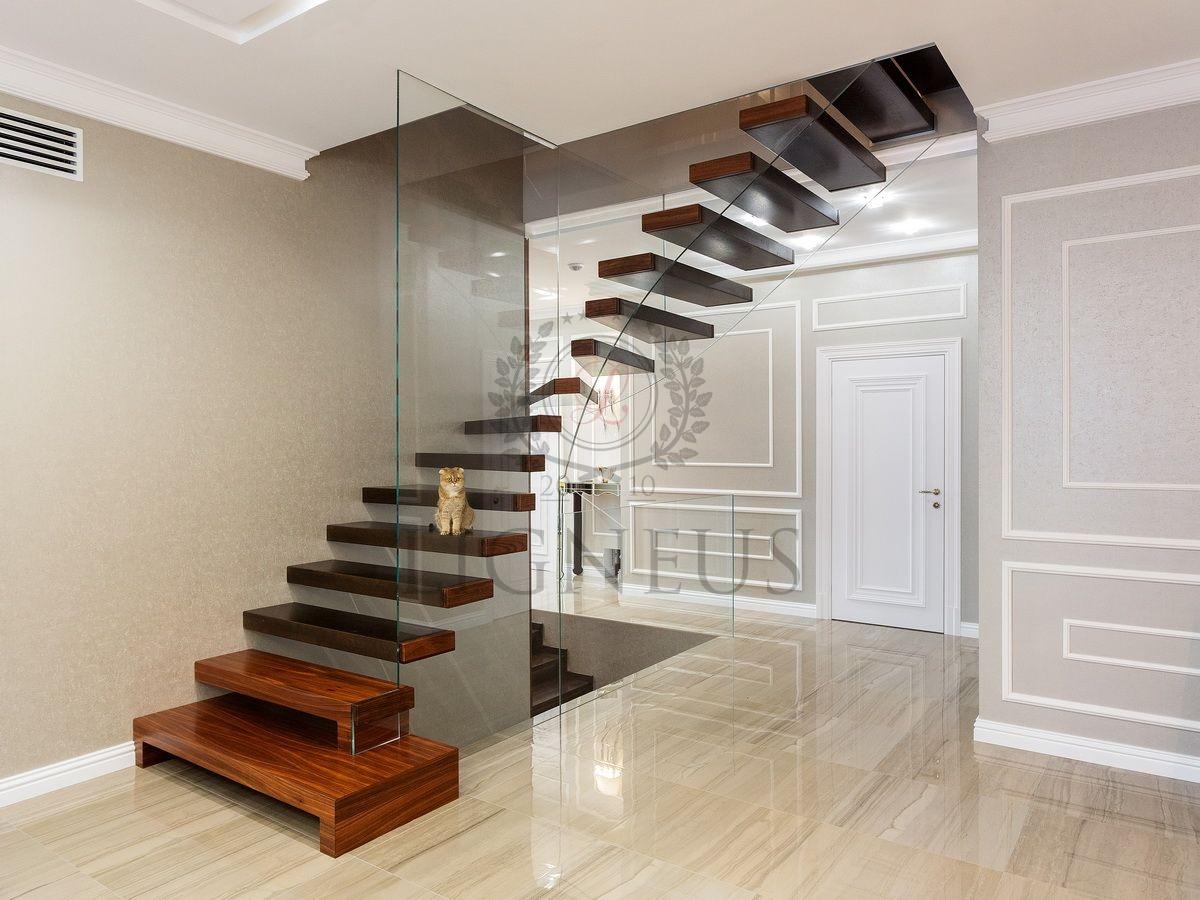 Стеклянная лестница Мерседес
