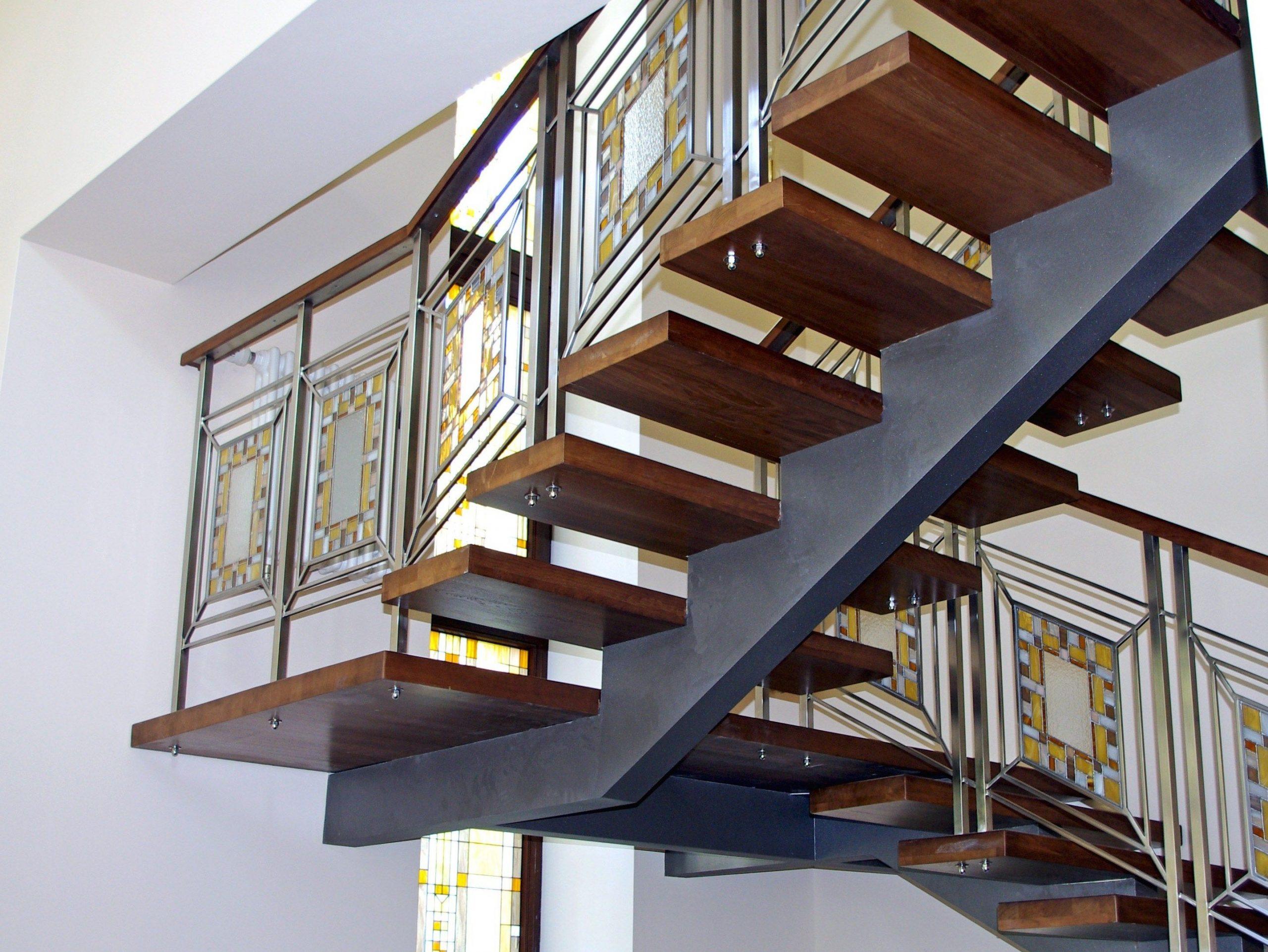Конструктивные особенности металлических и деревянных лестниц