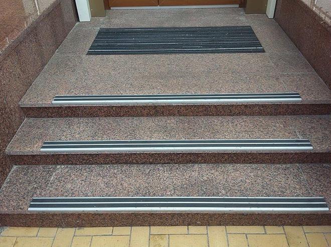 Виды резиновых накладок на ступени