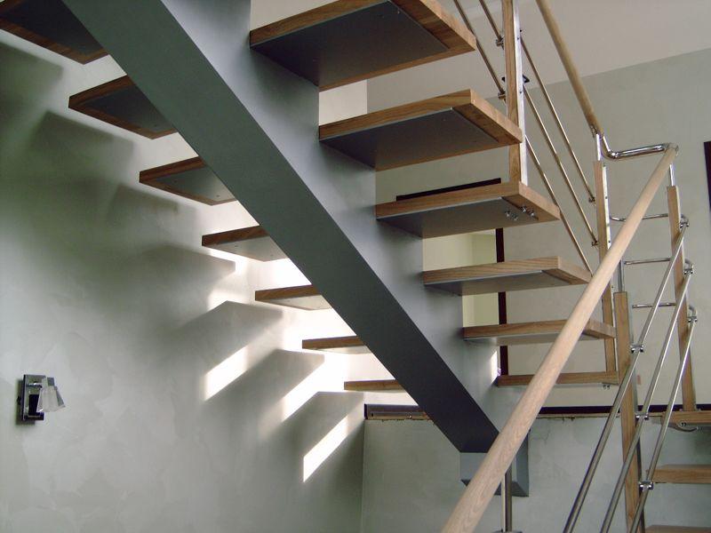 Монтаж лестницы на металлическом косоуре