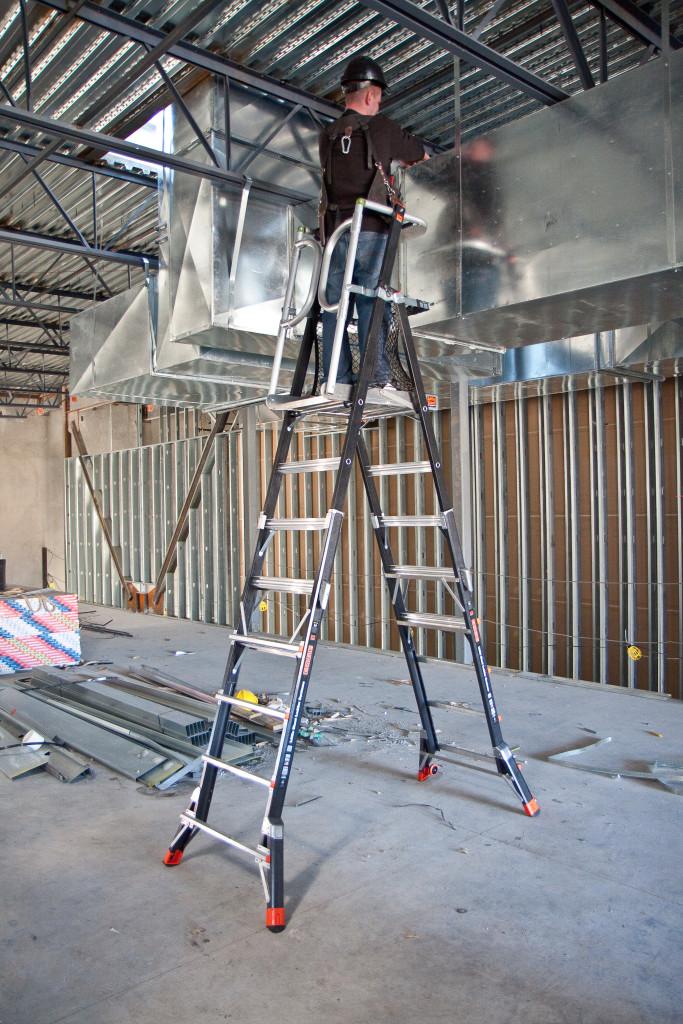 Профессиональная лестница стремянка с анодированным покрытием.
