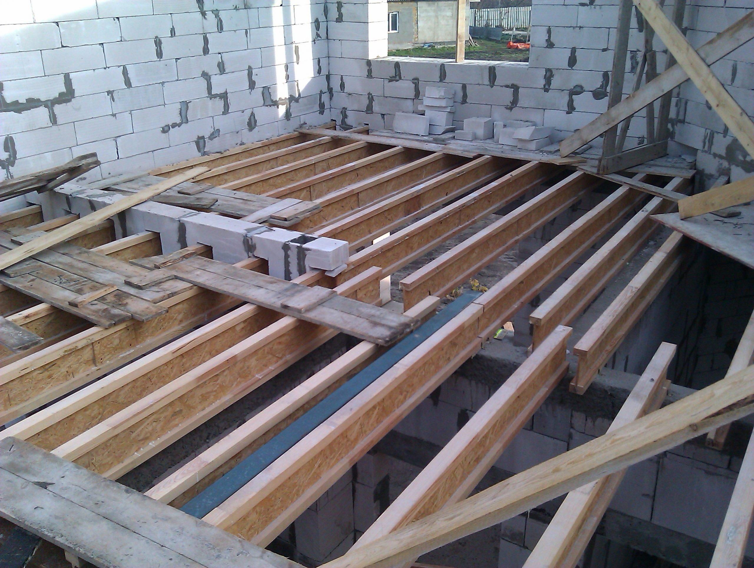 Межэтажное перекрытие с раскладкой деревянных двутавровых балок