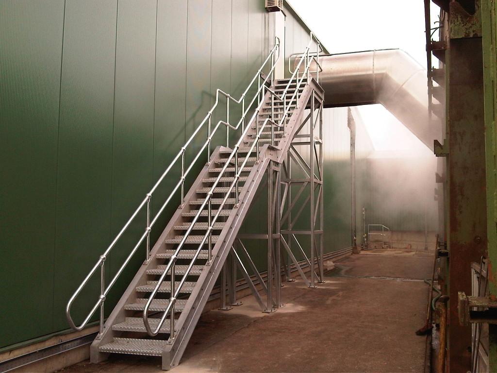 Лестница из рифлеными ступенями