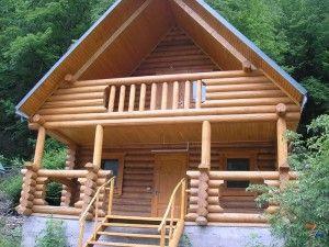 Балконные ограждения из дерева в русском стиле можно сделать своими руками