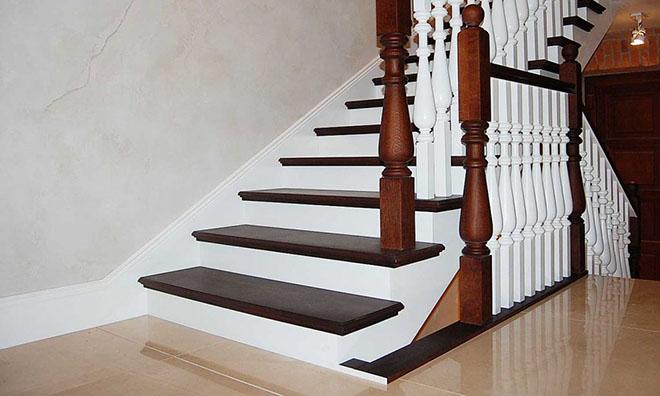 Отделка деревом лестниц