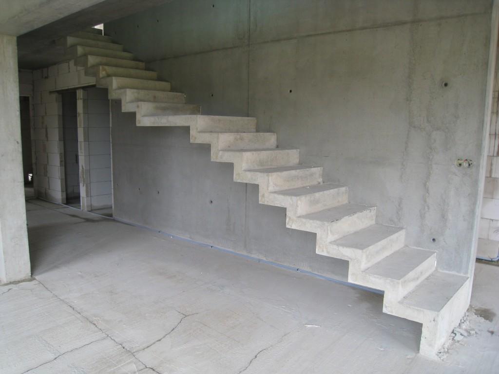 Такая, на первый взгляд достаточно простая маршевая лестница будет служить очень долго.
