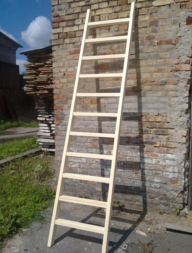 приставная деревянная лестница