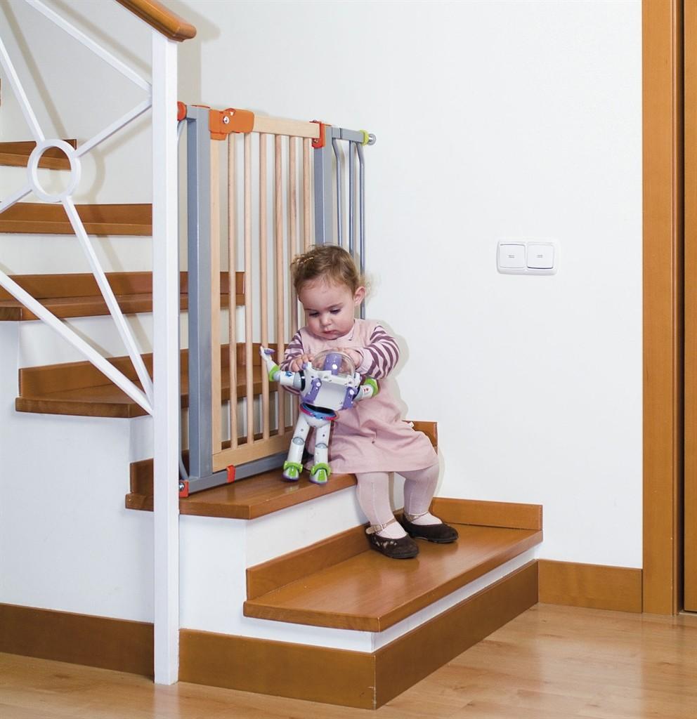 Ограждение для лестницы убережет вашего малыша от травмы