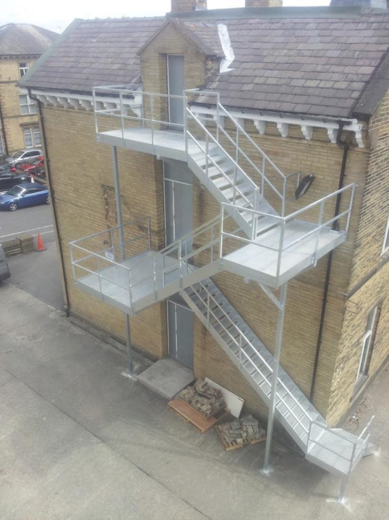 Эвакуационная маршевая лестница