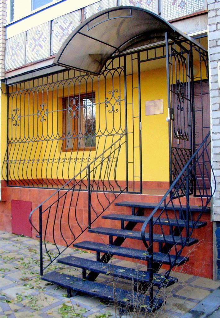 лестница у входа