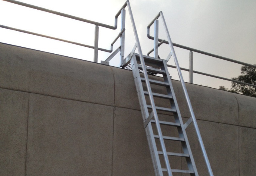 Металлчиская лестница