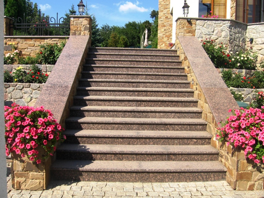 Каменные ступени