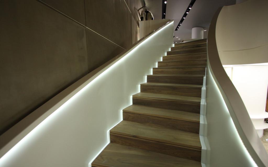 Автоматическая подсветка для лестницы