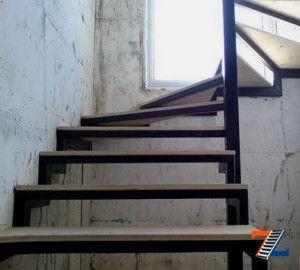 Каркас металлической лестницы на мансарду