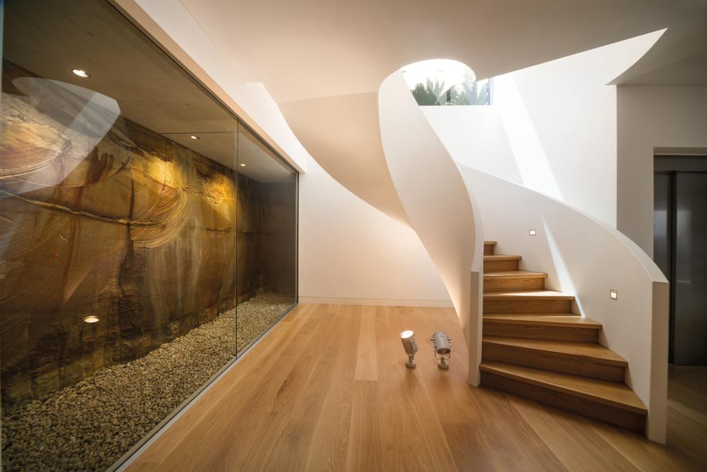бетонных лестниц