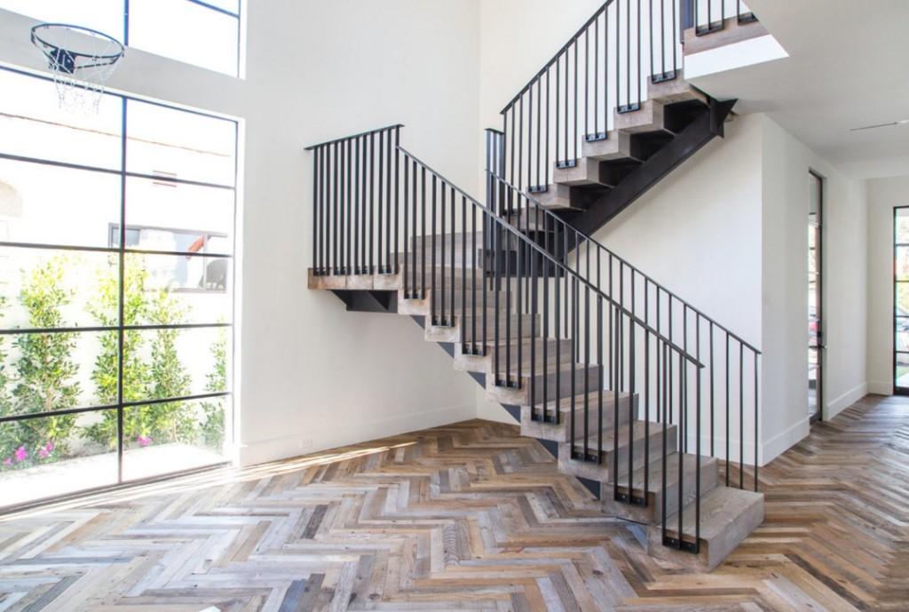 Решетчатое ограждение лестницы