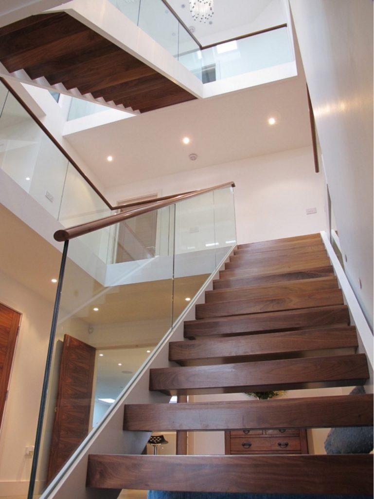 Стеклянное ограждения лестницы