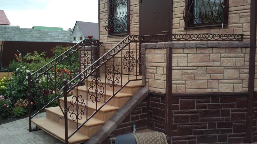 Металлические ограждения лестниц