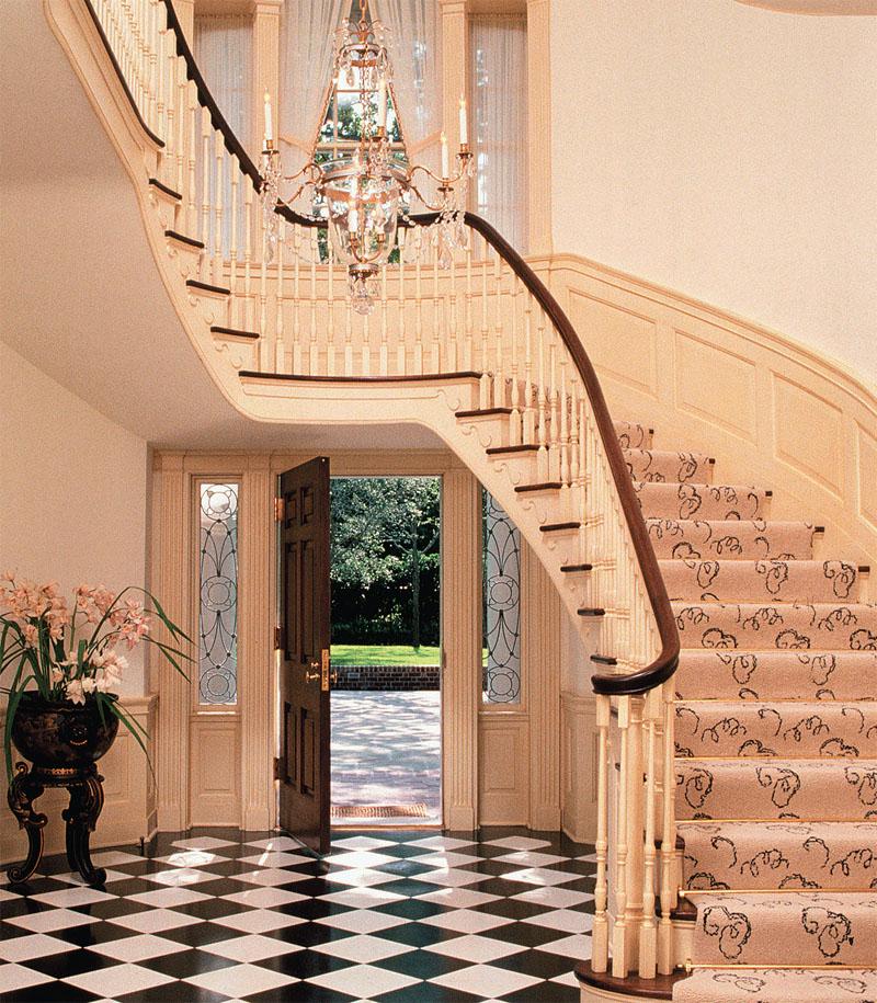 Лестница с изогнутой площадкой
