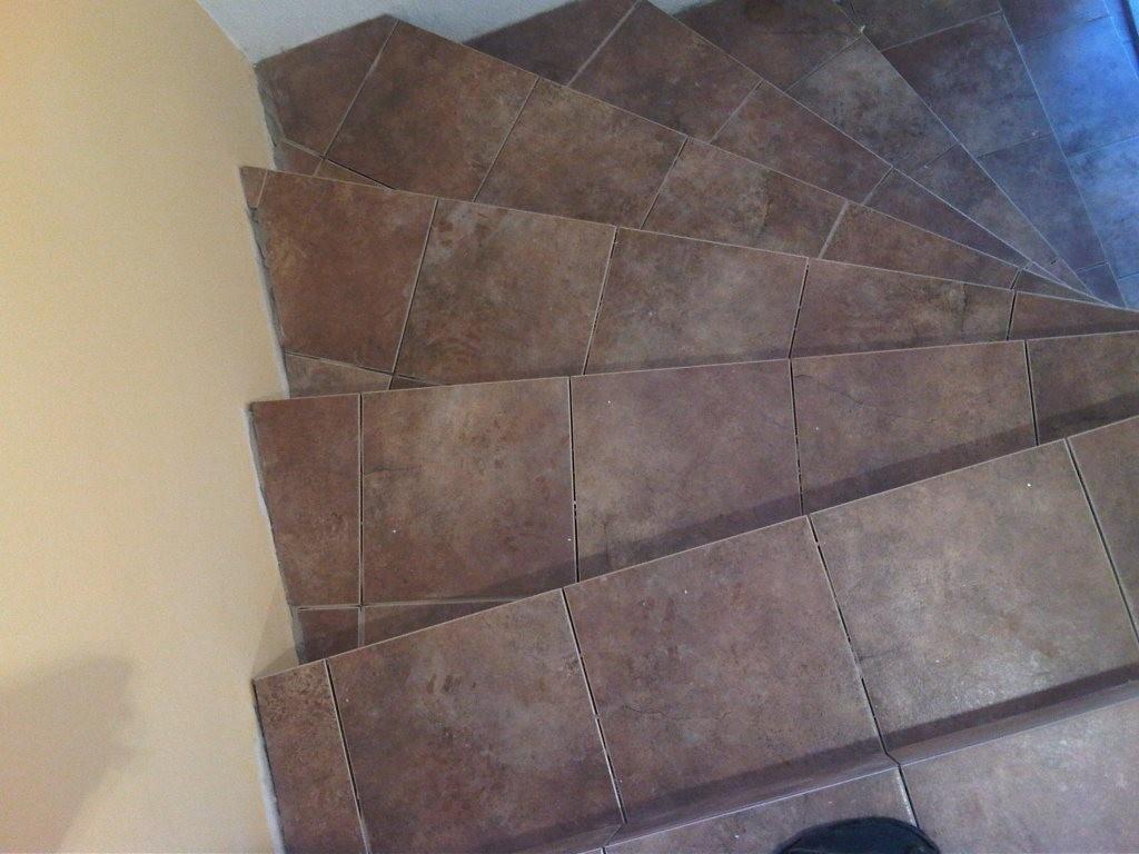 ступени подвальной лестницы