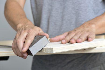 зашкурить древесину