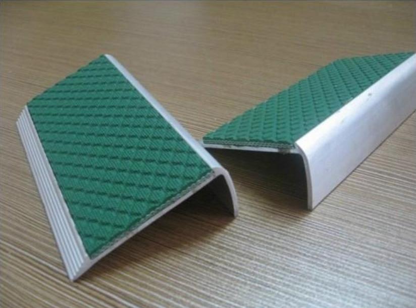 Алюминиевый профиль с резиновой пластиной