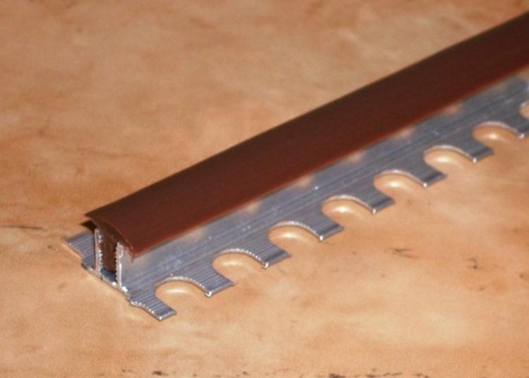 Алюминиевый закладной профиль с резиновой вставкой